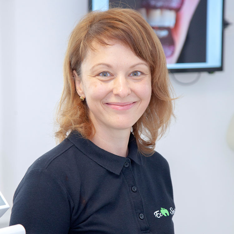 Dr Madalina Mihaescu dentist doctor Eco Smile